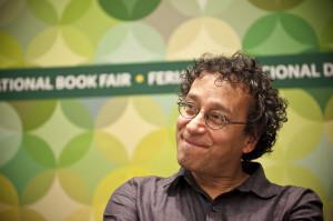 Chavez Castañeda en Encuentros en la biblioteca del ECuNHi